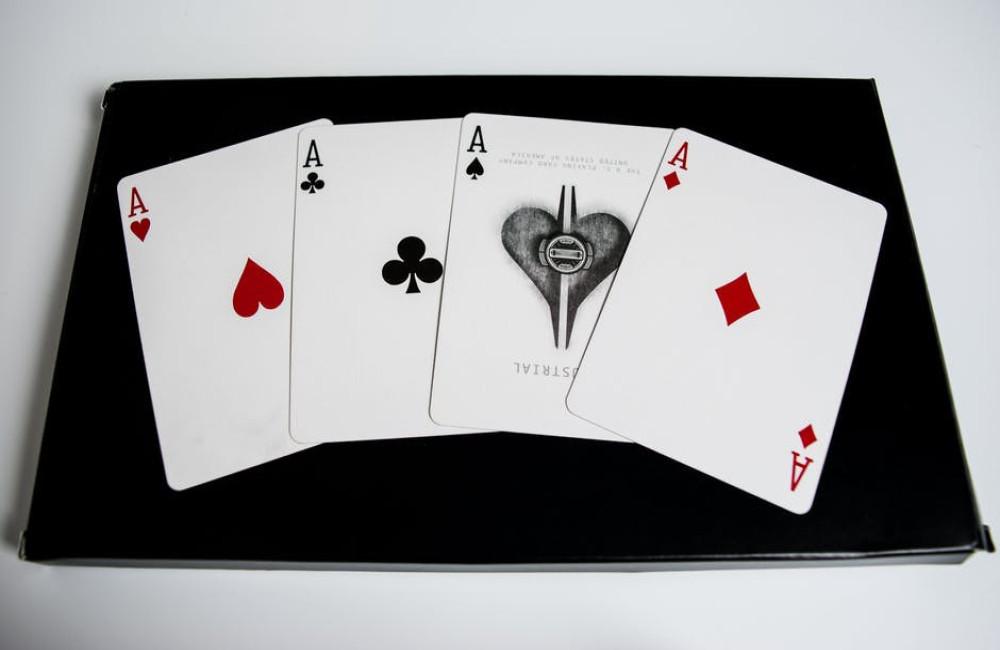 Hoe moet je online poker spelen?